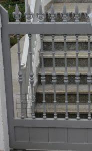 Portal color aluminio